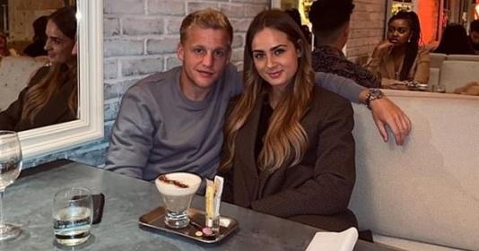Van de Beek lần đầu cùng bạn gái dùng bữa tối tại Manchester...
