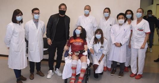 Nghe giọng Totti, fan nữ tỉnh dậy sau 9 tháng hôn mê | Bóng Đá