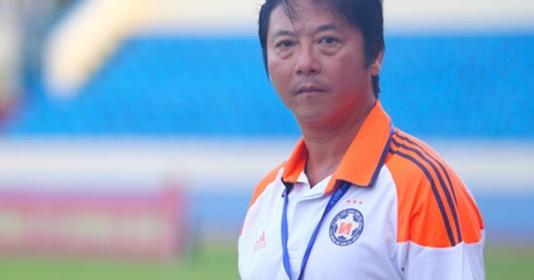 """Đà Nẵng thua đau, HLV Lê Huỳnh Đức nói: """"2 đội không thi đấu mà nghịch mưa"""""""