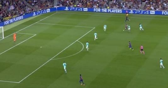"""CHOÁNG! Messi biến 4 hậu vệ Inter thành """"gã hề"""" trước khi chuyền cho Suarez"""