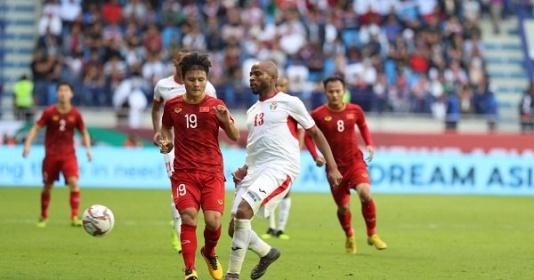 Vào tứ kết, ĐT Việt Nam nhận mưa lời khen từ khắp châu Á
