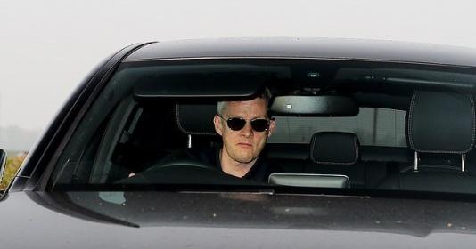 """Thảm bại trước Barcelona, Solskjaer """"mặt lạnh"""" đến sân tập"""