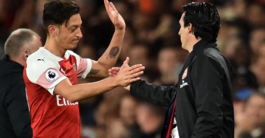 """Vụ Mesut Ozil, huyền thoại Liverpool lên tiếng """"bênh"""" Emery"""