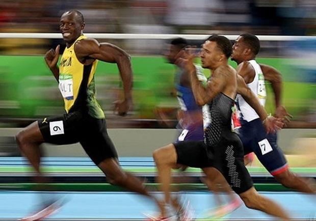 'Tia chớp' Bolt tiếp tục cười đối thủ khi về nhất ở Olympic