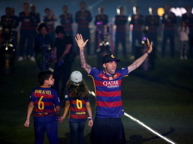 Alves xác nhận chia tay Barca. Ảnh: Internet.