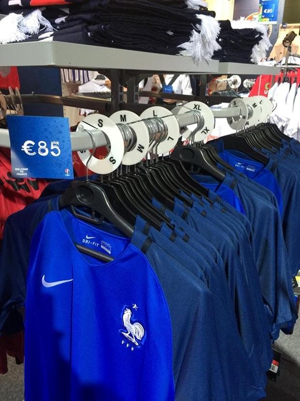 Áo tuyển Pháp có giá 85 euro.