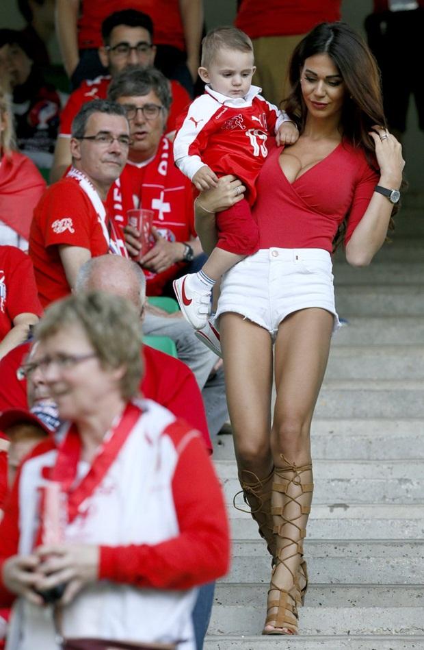 Chân dung nàng WAGs sexy nhất Thuỵ Sĩ