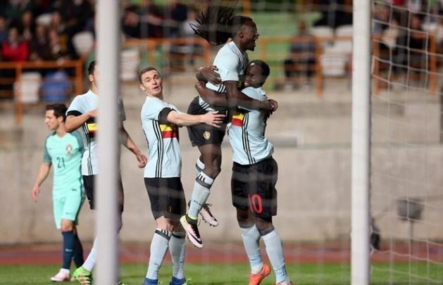 Hai anh em Lukaku ăn mừng bàn thắng vào lưới Bồ Đào Nha. Ảnh: Internet.