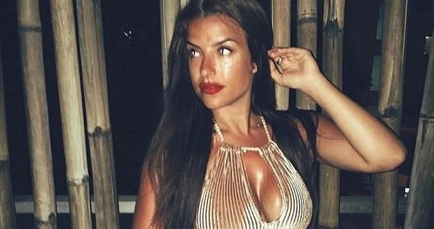 Ái nữ ngực khủng chứng khiến 2 Ronaldo cùng xuất hiện ở Juve - Bóng Đá