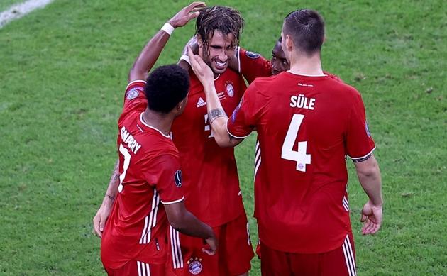 Lewandowski khiến Bayern Munich mất 2