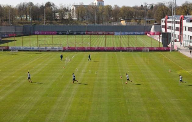Bayern stars including Lewandowski and Gnabry return to training amid coronavirus fears but manage to stay 2mtrs apart - Bóng Đá