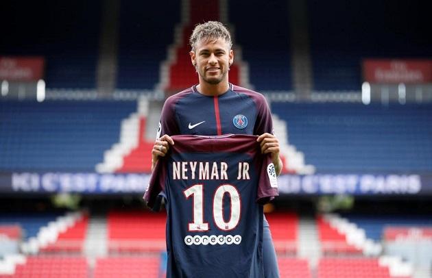 8Live đưa tin Neymar đòi nâng lương, Đồng đội bênh vực Luke Shaw