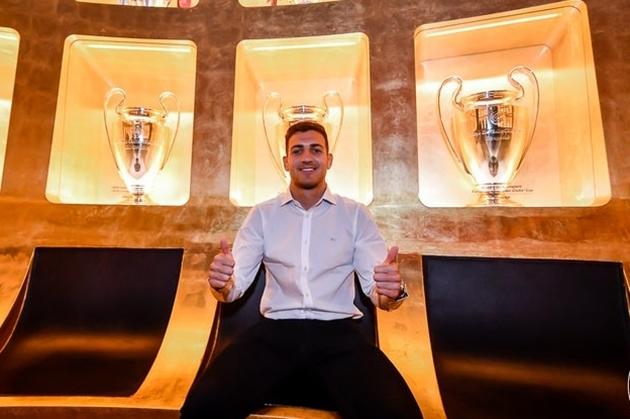 Sao Man Utd lặng người khi chứng kiến 7 danh hiệu Champions League của Milan - Bóng Đá