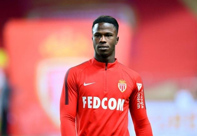 """www.kenhraovat.com: 388 đưa tin: Bị M.U ve vãn """"họng pháo"""", Arsenal tính mua"""