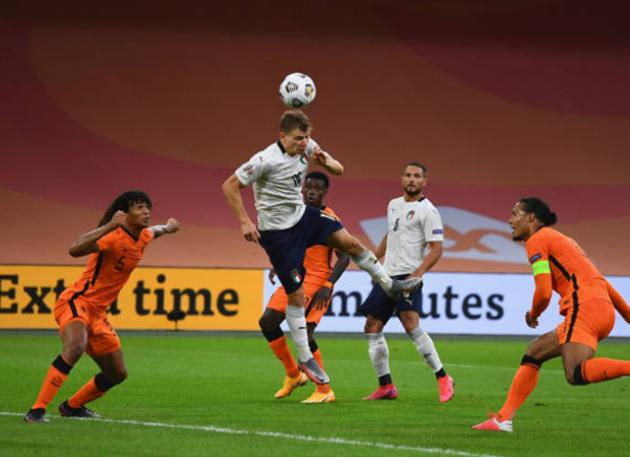 Van Dijk bất lực, Hà Lan phơi áo trước Ý ngay trên sân nhà - Bóng Đá