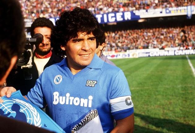 'Chúa sẽ phù hộ cho Maradona'