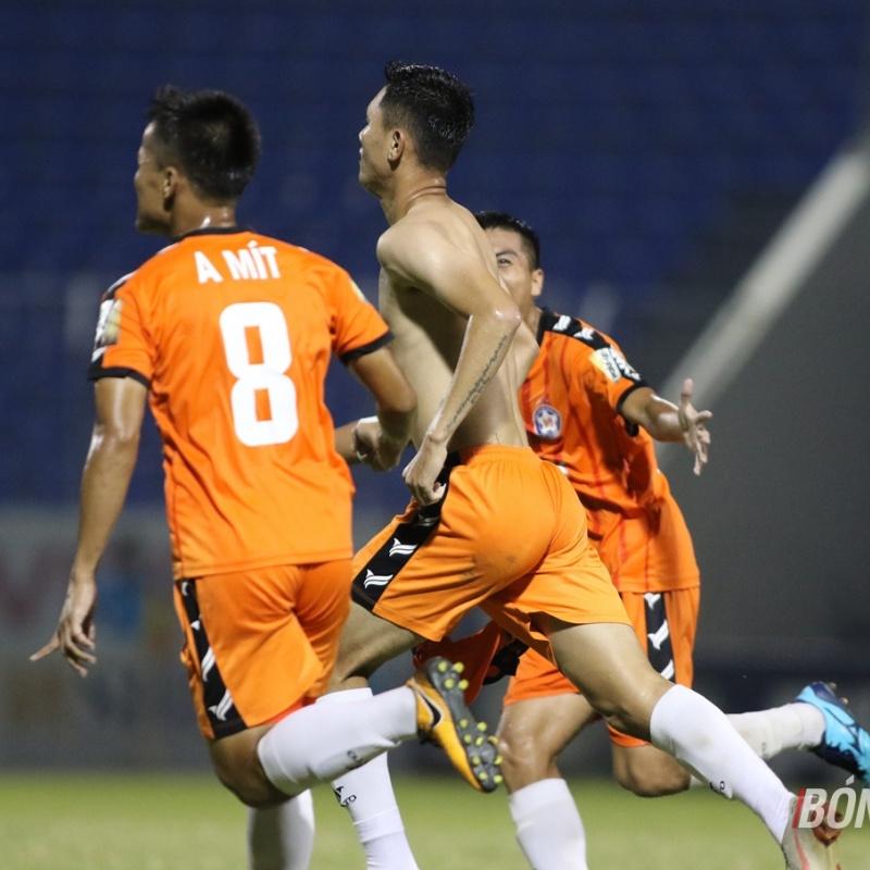 Cựu tuyển thủ U19 Việt Nam 'đóng đinh' trận đấu, Thanh Hóa nguy kịch