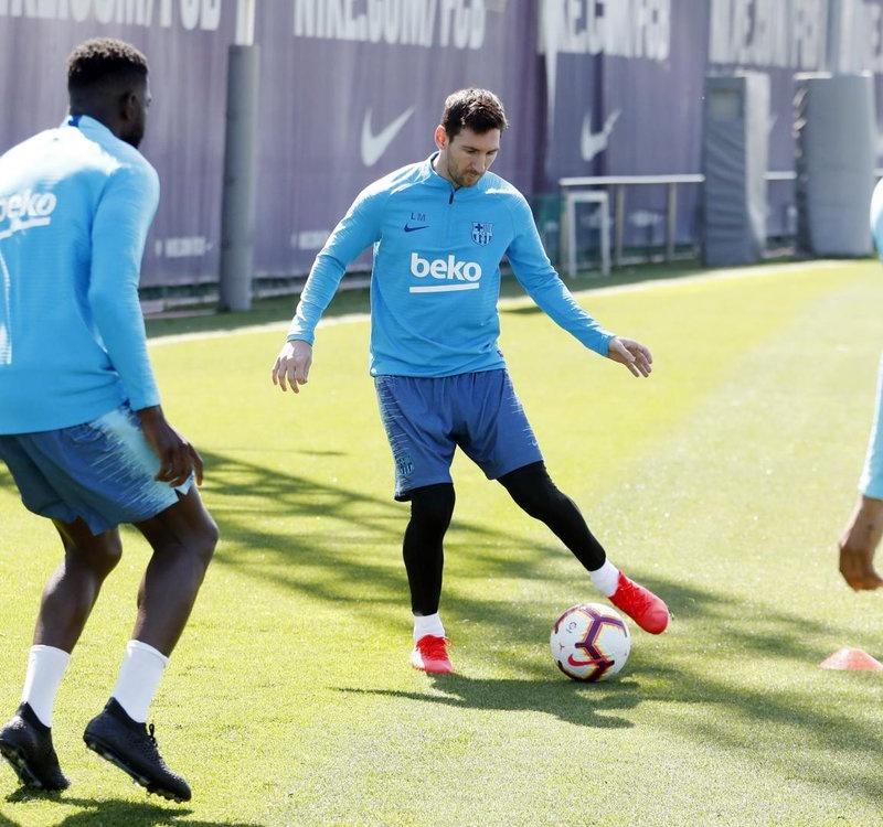 Messi cô đơn chuẩn bị cho trận chung kết Cúp nhà Vua