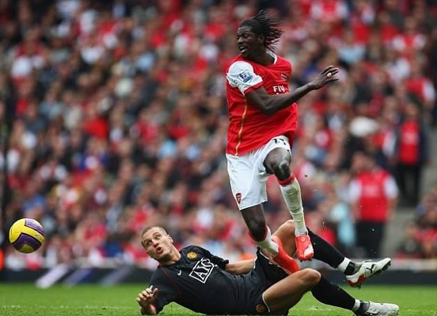 Đã từng có một Arsenal yếu đuối đến thế trước Man Utd