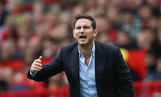 'Chelsea bị đẩy vào thế khó khăn, anh ta chỉ biết đưa tay ôm đầu'