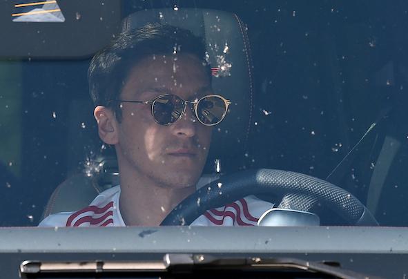 'Arteta đã làm điều đúng đắn khi loại bỏ Mesut Ozil'