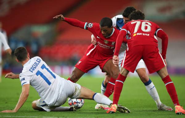 Thủng lưới 2 bàn trong 4 phút, Liverpool thua trắng Atalanta ngay tại Anfield