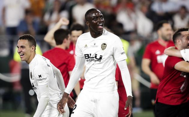 Chelsea cạnh tranh cùng Bầy Sói cho chữ ký của trung vệ 22 tuổi