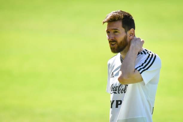 Lần đầu xuất hiện sau thất bại, đây là thái độ 'kỳ lạ' của Messi