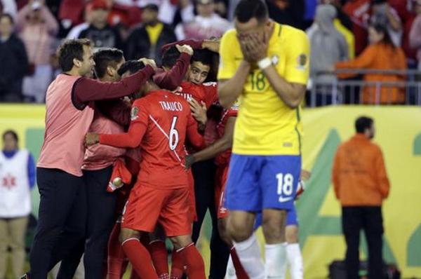 Ngược dòng ngoạn mục, Peru khiến 'ác mộng' hiện về với Brazil