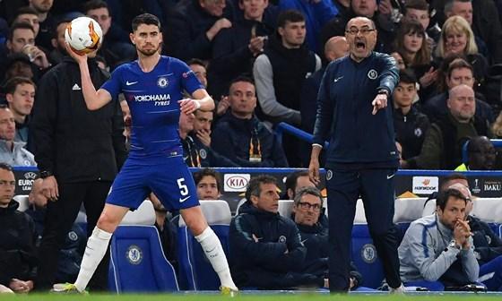 Nhạc trưởng rục rịch khăn gói, để ngỏ khả năng theo Sarri rời Chelsea