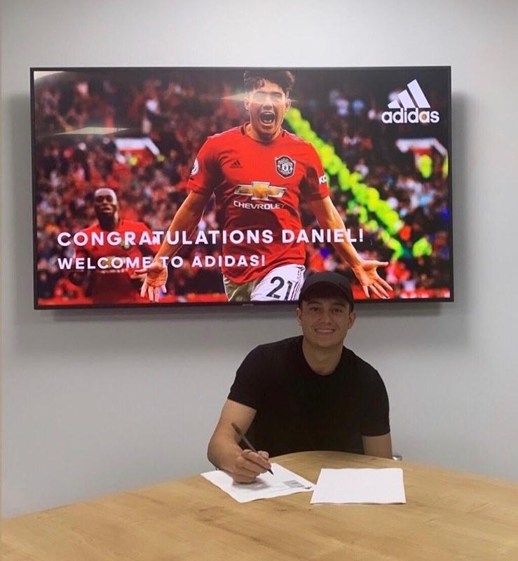 CHÍNH THỨC! Vừa ghi bàn ra mắt M.U, Daniel James ký ngay HĐ 'xịn sò'