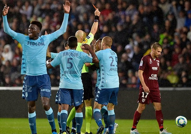 'Quỷ' ám Monaco, 2 vòng nhận 2 thẻ đỏ trực tiếp và 2 trận thảm bại