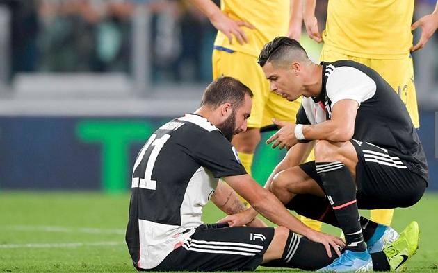 Higuain bật khóc trong ngày Juventus chạm trán Hellas Verona