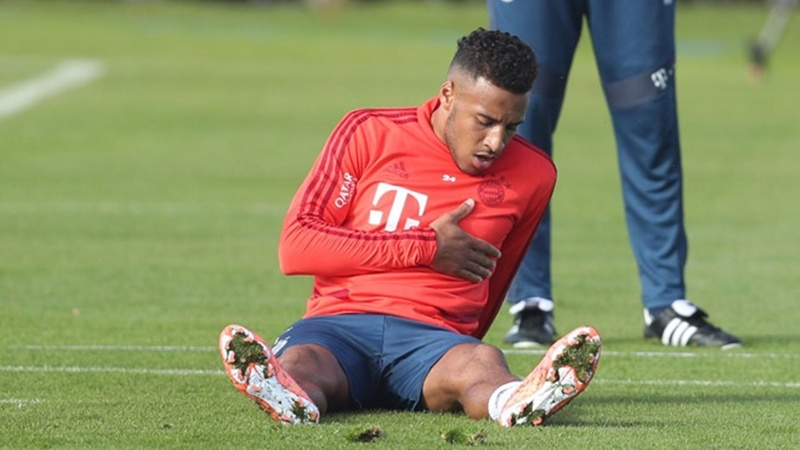 SỐC! Trụ cột Bayern có dấu hiệu đau tim, Kovac lập tức dừng buổi tập