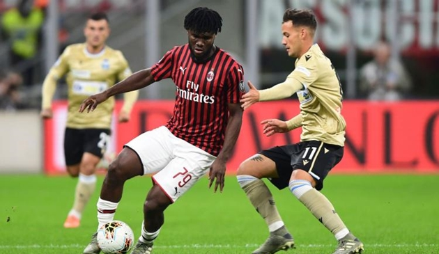 """""""Quái thú"""" AC Milan mang tin buồn đến cho Arsenal"""
