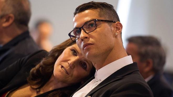 Ronaldo nhận tin sốc từ quê nhà