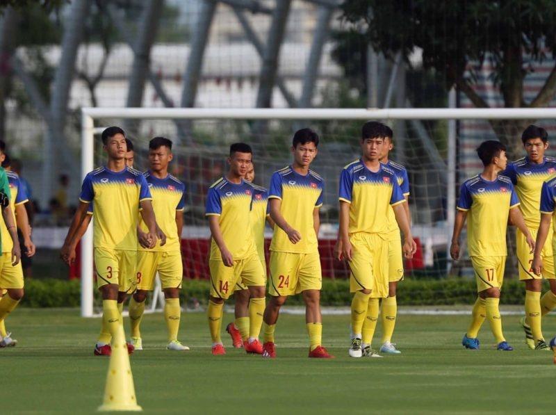 Đã rõ lý do HLV U19 Việt Nam cho các học trò tập vào lúc... 21h00