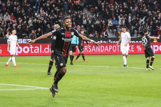 2 tên tuổi Ngoại hạng Anh để mắt 'máy chạy thần tốc' tại Bundesliga