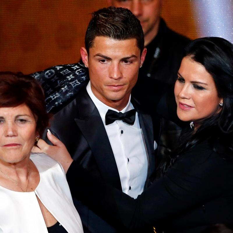 Chị gái Ronaldo bóng gió Juventus 'vô hại', để em trai mình làm hết