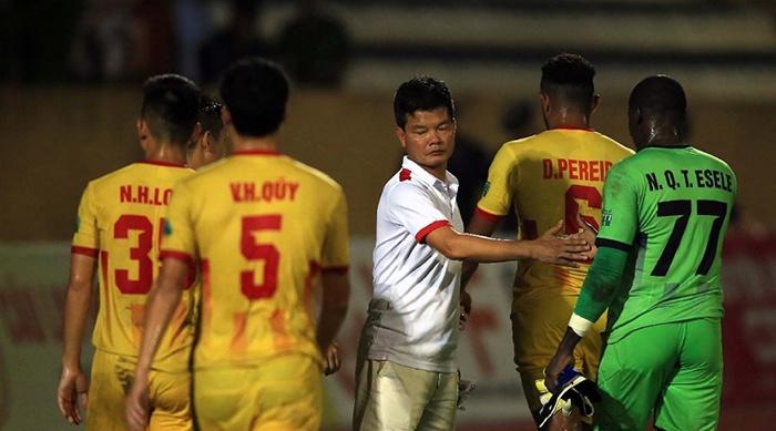 'V-League nên dừng càng sớm càng tốt'