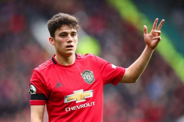Chê James là 'bò đực', fan Man Utd quyên tiền để CLB mua Sancho