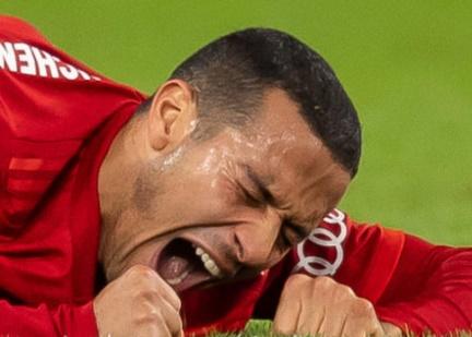 'Thiago khóc trong tay tôi 5 phút liền'