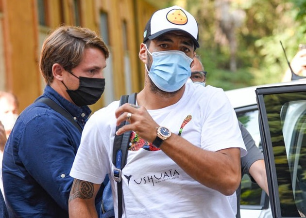 SỐC! Suarez bị điều tra vì gian lận, rõ lý do không thể đến Juventus