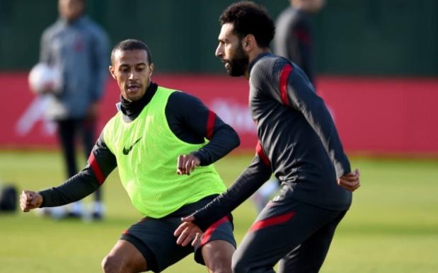 Đồng đội đắm đuối nhìn Thiago bứt tốc, Klopp dặn dò tân binh thứ 3 trước đại chiến Arsenal