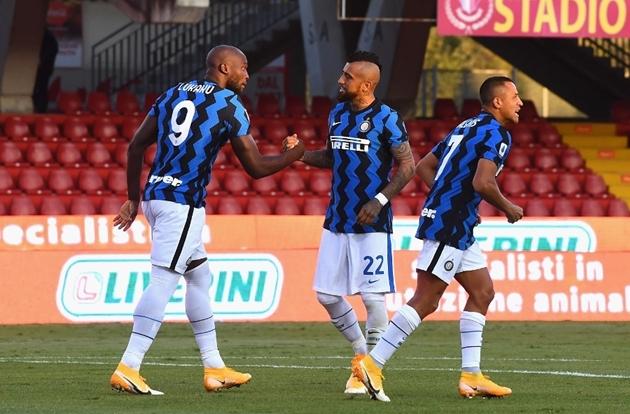 Inter thăng hoa, Lukaku cười tươi hết nấc trên sân tập