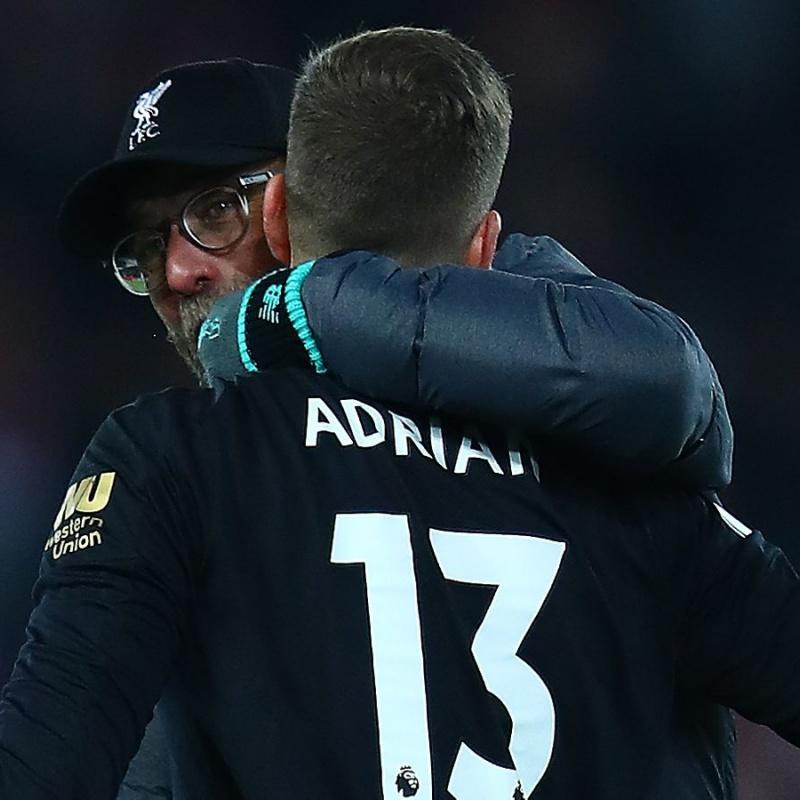 'Thực sự, ông ấy giống một người cha của chúng tôi ở Liverpool'