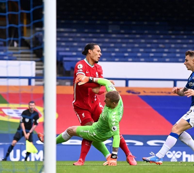 Liverpool mất Van Dijk, đối thủ nói gì?