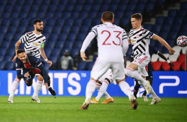 TRỰC TIẾP PSG 0-0 Man United (H1): Bruno lại đá hỏng penalty