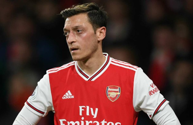 Arsenal sẵn sàng 'biếu không', Ozil rộng cửa rời Emirates ngay trong tháng Một