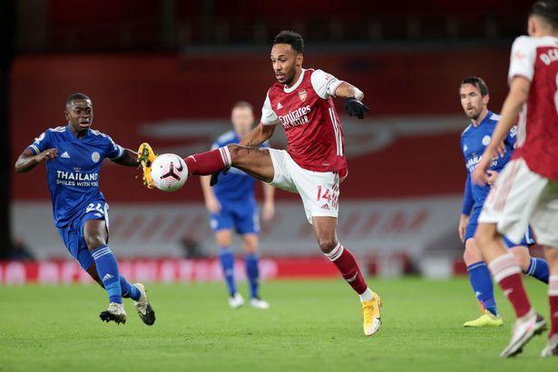 Xếp Aubameyang đá ở vị trí mới, HLV Arteta nhận mưa 'gạch đá' từ CĐV Arsenal